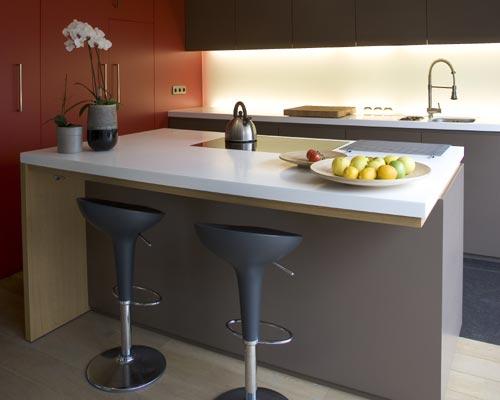 Renueva las sillas de tu cocina for Barra auxiliar para cocina
