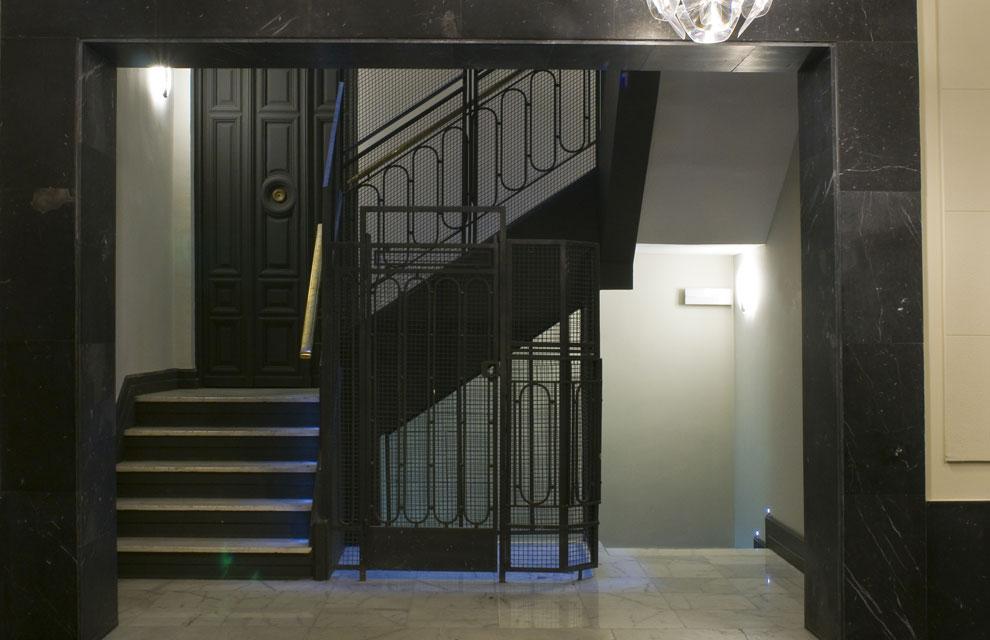 Escalera interior de concreto dise o de zaha hadid para for Escaleras de cemento para interiores