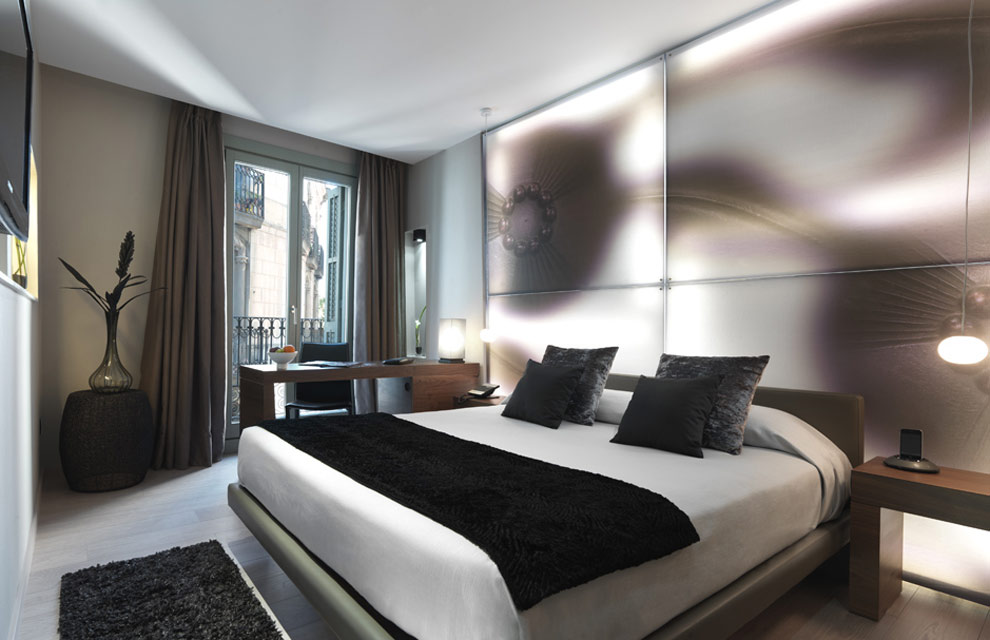 The secret agenda el hotel espa a sue os modernistas en for Hoteles barcelona habitaciones cuadruples