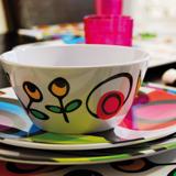 Vajillas: Abre tu mesa a los colores vivos y las flores