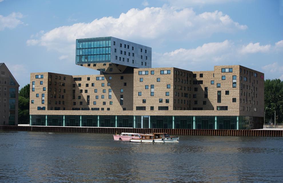 Nhow berl n un hotel poco convencional for Hoteles diseno berlin