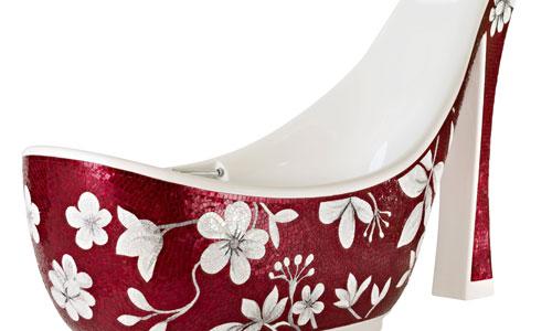 Bañera con forma de zapato de tacón