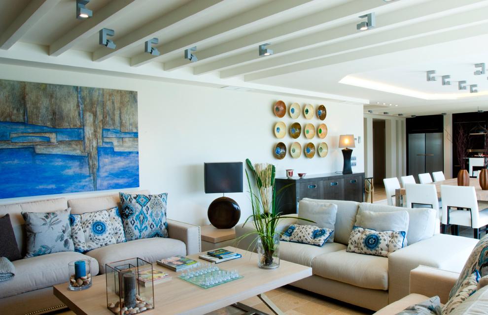 Una casa con vistas al mar - Iluminacion salon moderno ...