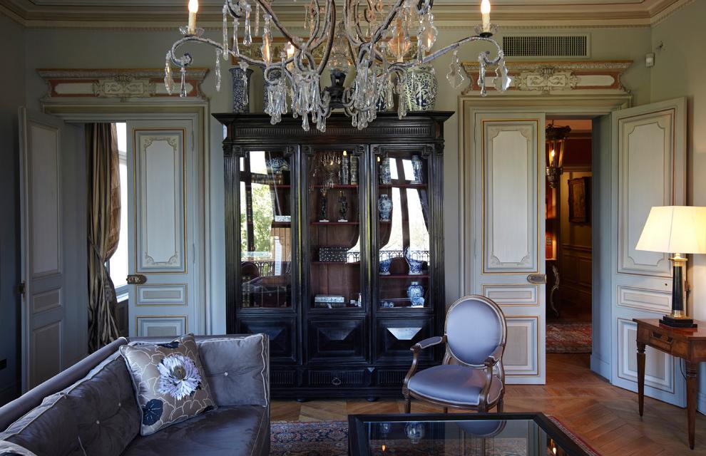 Lujo y mucho estilo en un gran apartamento de par s for Departamentos decorados por dentro