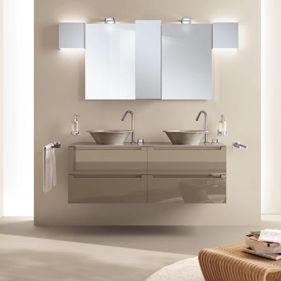 apuesta por lavabos suspendidos con pequeos muebles debajo - Lavabos Modernos