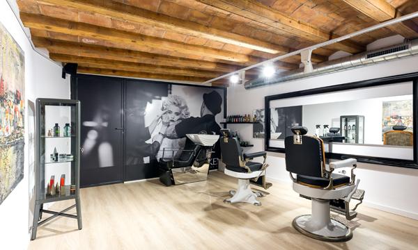 La decoraci n entra con fuerza en los locales dedicados a for Disenos de espejos para peluqueria