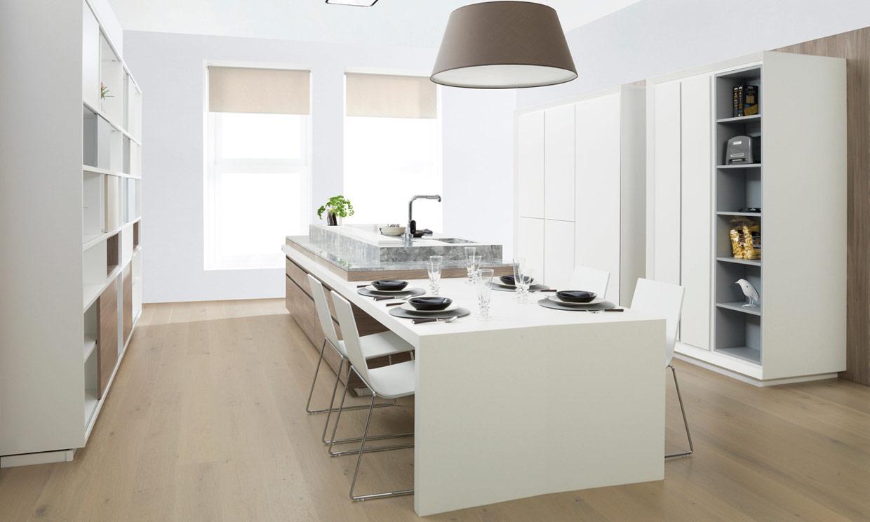 Ideas pr cticas para comer o montar un 39 office 39 en la for Cocinas con peninsula y mesa