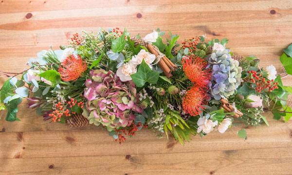 Monta un centro de flores y frutas de oto o para adornar - Frutas artificiales para decoracion ...