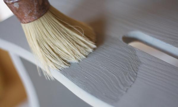 Vamos a envejecer una banqueta con la t cnica del 39 chalk for Quitar cera de muebles envejecidos