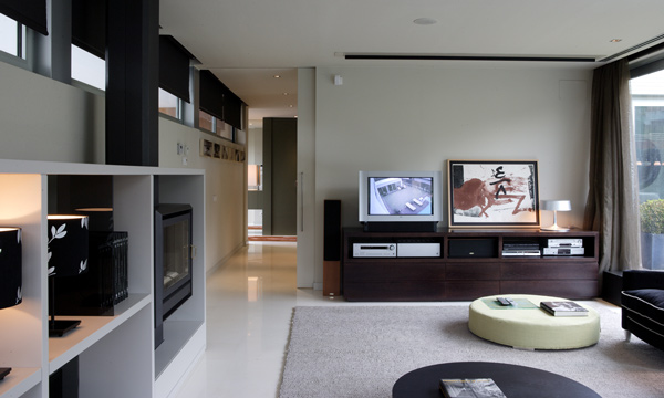 Arquitectura singular dise o interior una casa con for Departamentos arquitectura moderna