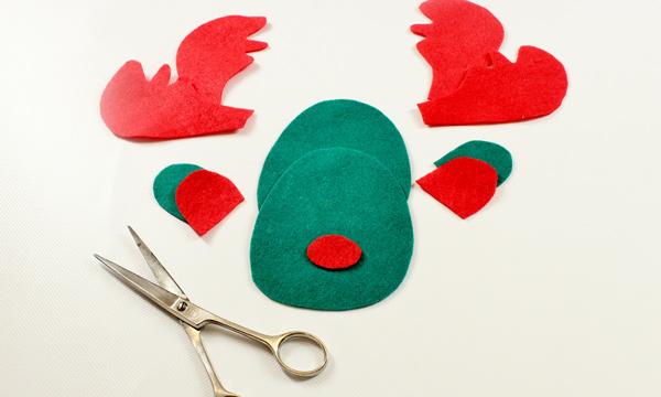 un divertido reno para colgar en el rbol de Navidad