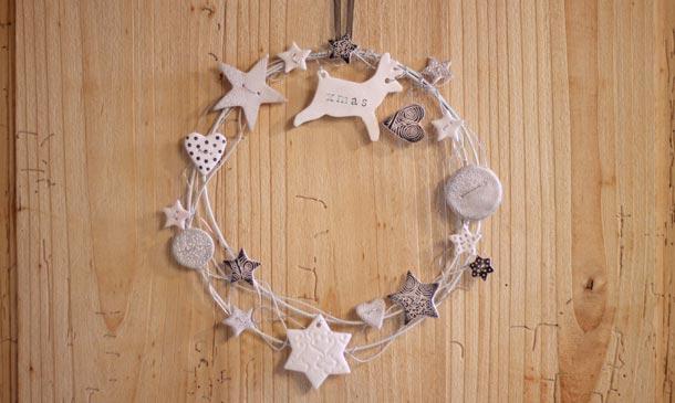 Crea una original corona navideña para la puerta de casa