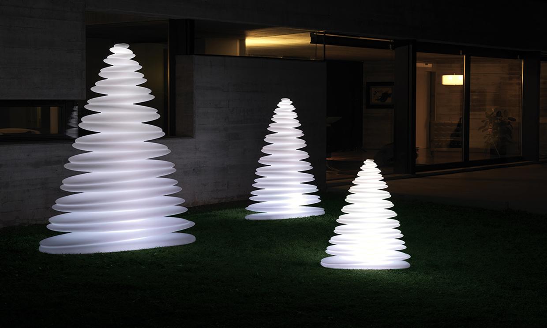 Ideas para decorar en navidad exteriores for Adornos navidenos para exteriores