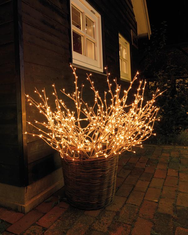 Deja que la navidad se cuele tambi n en tu terraza balc n for Iluminacion exterior para arboles