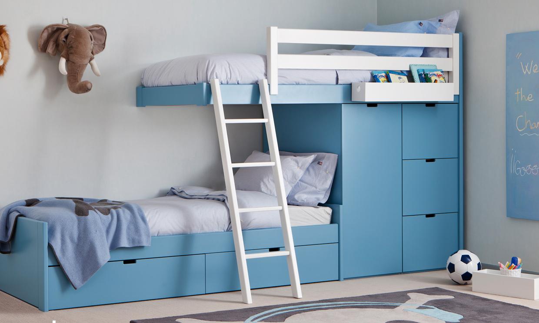 Habitacion infantil para dos un dormitorio con alegres - Dos camas en una ...