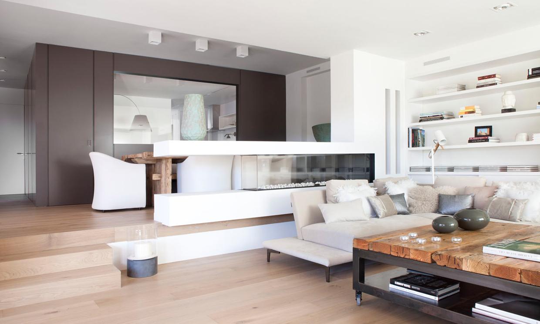 El blanco y la madera elementos decorativos junto al - Fotos de interiorismo ...