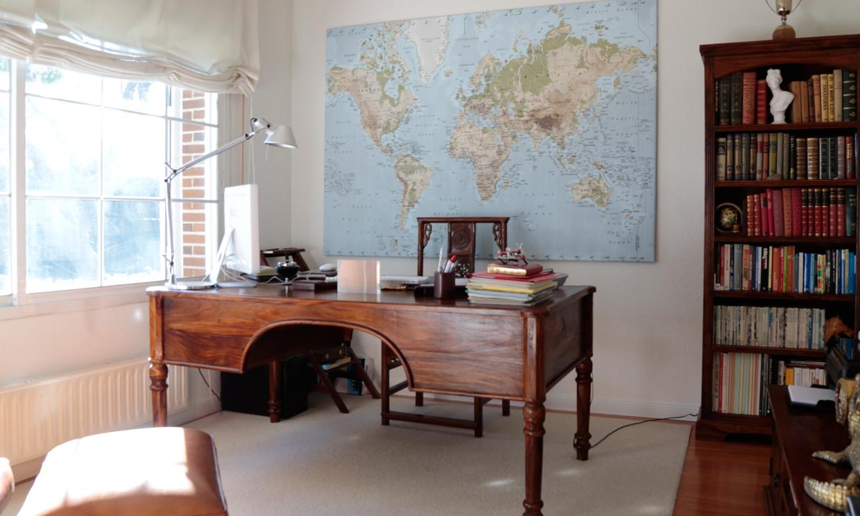 Luz a raudales muebles antiguos y vistas al jard n en for Muebles de jardin madrid