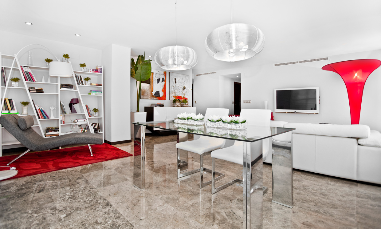 Un apartamento de soltero frente a la ciudad de las artes for Diseno de apartamento de soltero