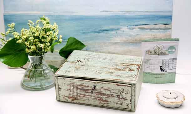 Da un aspecto envejecido a una caja de madera