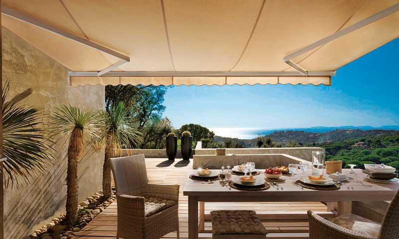 Verano a la sombra lo ltimo en sombrillas p rgolas y - Sombrillas terraza ikea ...
