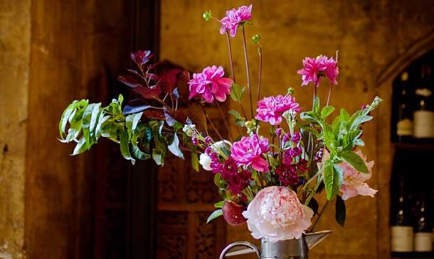Crea un arreglo floral de verano