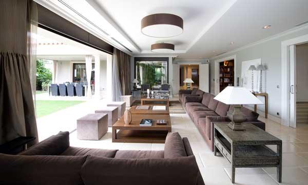 Una casa de pel cula al m s puro estilo californiano for Casa clasica moderna interiores