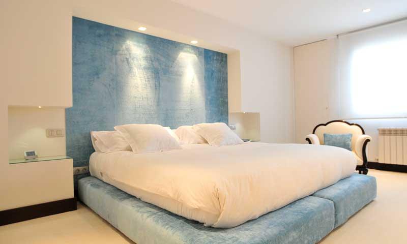 Pon luz al dormitorio e ilumina tus sue os foto 2 for Plafones pared dormitorio
