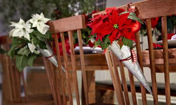 Una idea original y muy resultona para decorar tus sillas esta Navidad