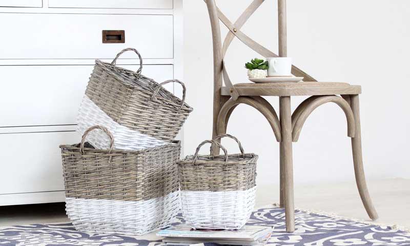 Muebles auxiliares tus ayudantes decorativos para estas for Banak muebles auxiliares