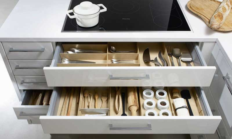 Operaci n cocina en orden las claves del xito foto for Ordenar armarios cocina