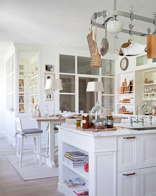sus tipos y variedades y el color blanco son dos aliados para recrear este tipo de estilo que ganan autenticidad si se combinan con cocinas de gas un - Lo Ultimo En Cocinas