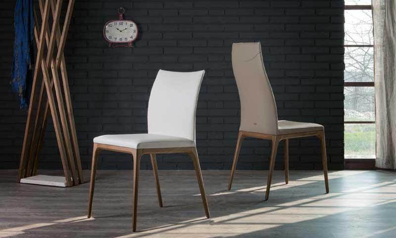 la belleza hecha silla esto podramos decir del modelo uarcadiau de cattelan italia con patas de haya natural aunque tambin pueden ser de nogal blanco