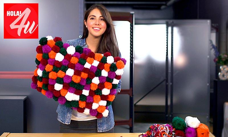 DiY: Cómo hacer una alfombra con pompones de lana