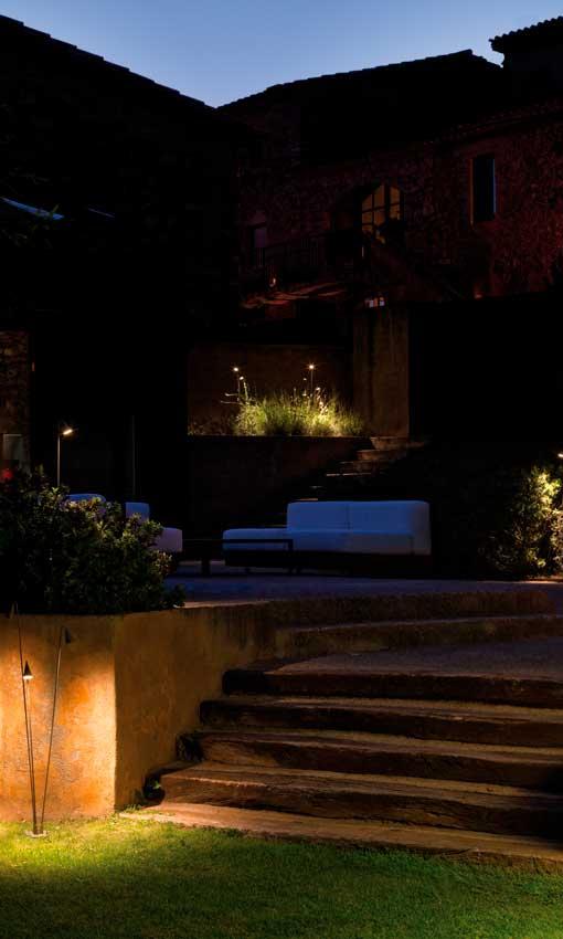 Iluminar el exterior jardines y terrazas con luz propia for Iluminacion caminos jardin