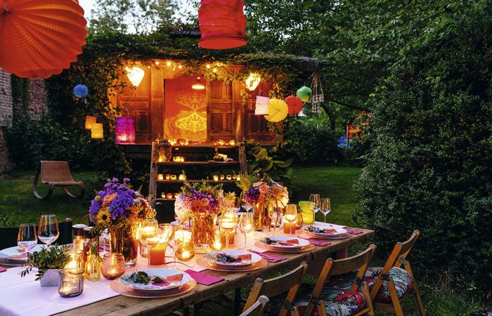 Montar una fiesta en el jard n for Decoracion fiesta jardin noche