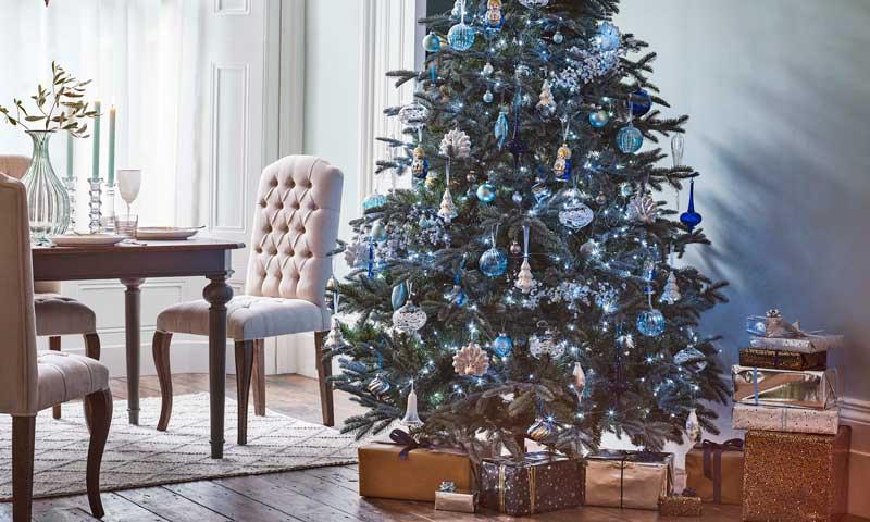 Cómo convertir al árbol de Navidad en el epicentro decorativo de estas fiestas