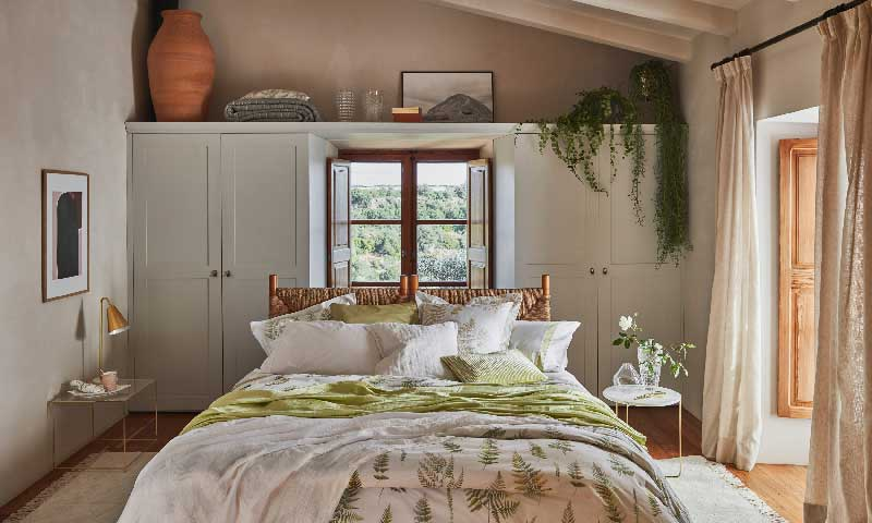 As se consigue una casa con un estilo r stico actualizado for Actualizar dormitorio clasico