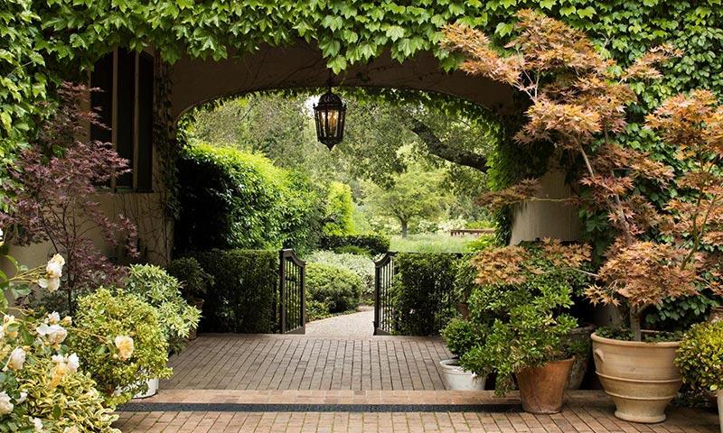 As es la espectacular mansi n que michelle pfeiffer vende for Casa mansion los jardines havana