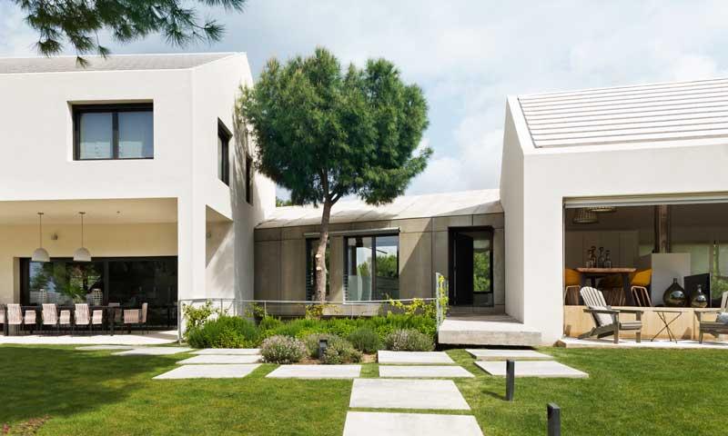 Una vivienda urbana con el esp ritu de una casa de campo for Casa moderna ma calda
