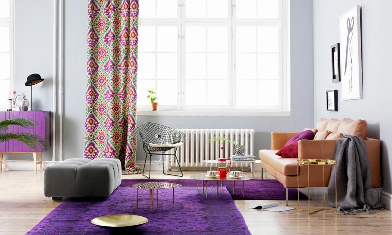 Ideas para integrar el 'Ultra Violet' en la decoración de tu salón