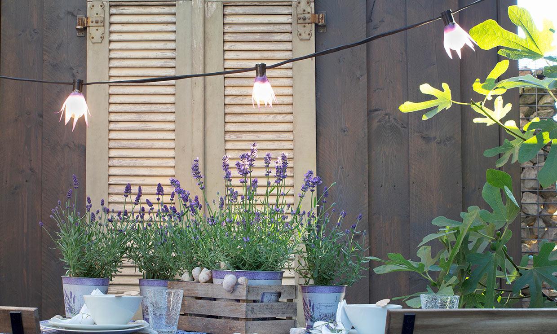 Ideas para decorar con bombillas tu terraza o jardín