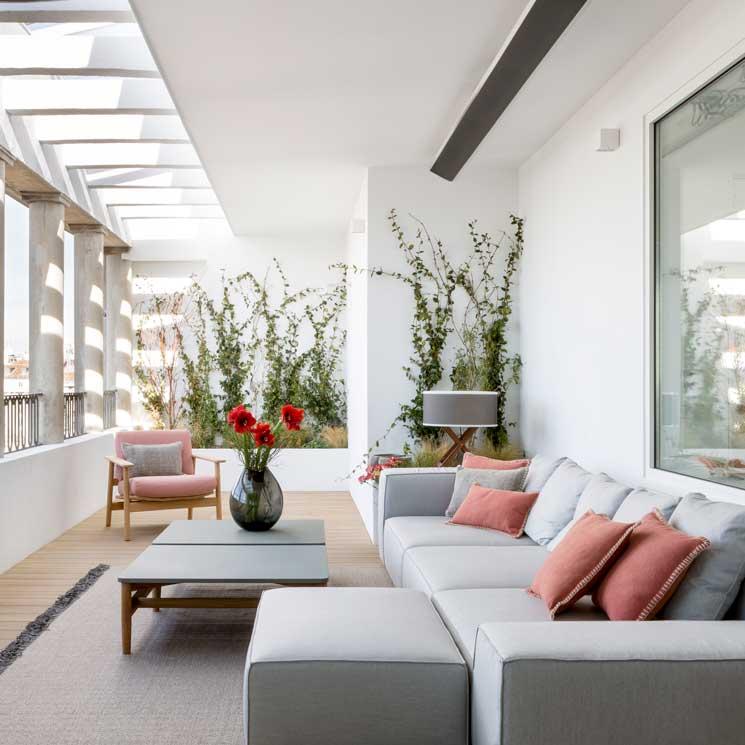 Decoraci n de interiores un tico moderno y elegante con for Decoracion interior de casas minimalistas