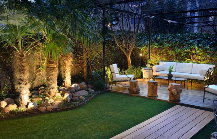 Iluminaci n exterior terrazas y jardines con una - Iluminacion para patios y jardines ...