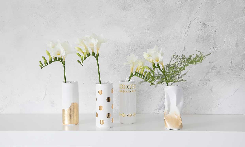Convierte unas sencillas latas de refresco en unos sofisticados floreros para decorar