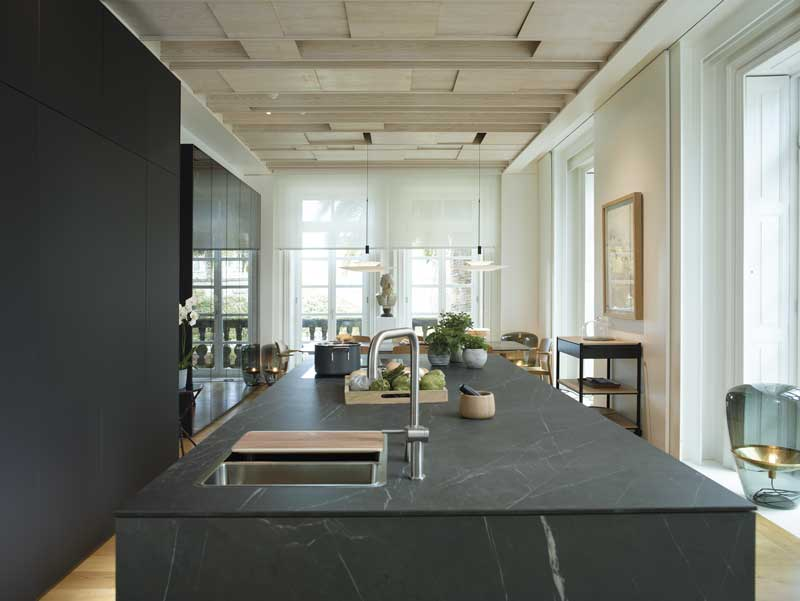 Decoración cocinas: una cocina abierta al salón y al comedor - Foto