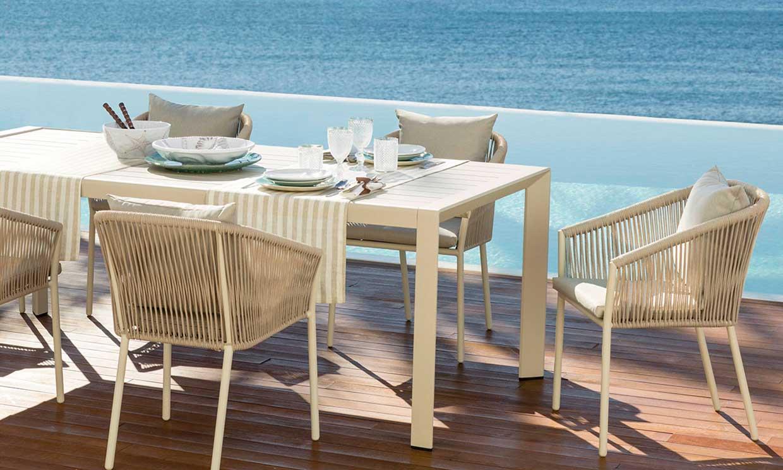 Estas vajillas son perfectas para tus comidas de verano. ¿Ponemos la mesa?