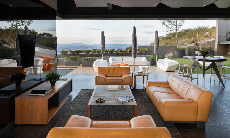 'Eco-friendly', lujosa e inteligente, así es esta casa construida en una roca