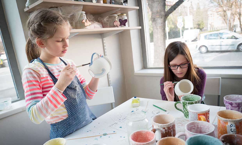 Cómo jugar con los niños al mismo tiempo que decoras la casa