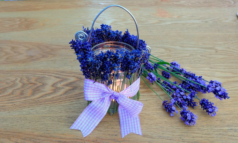DIY: portavelas decorativos con flores de lavanda