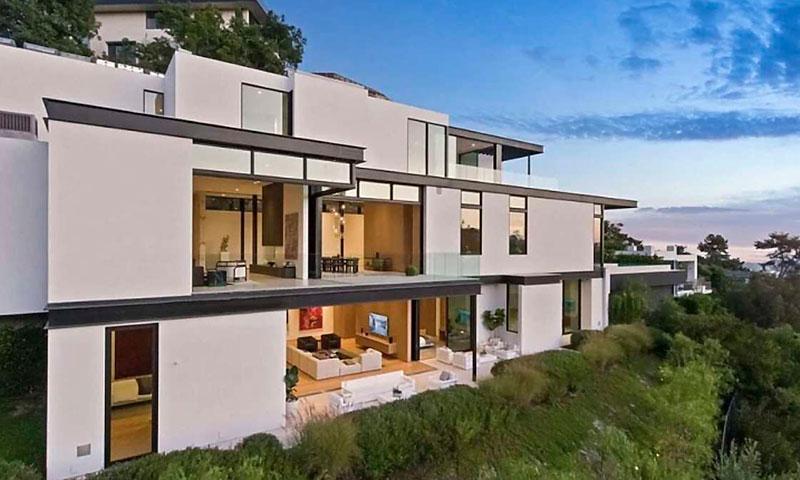 https://www.hola.com/imagenes/decoracion/20200728171036/ariana-grande-mansion-hollywood-casas-famosos-gt/0-841-23/ariana-grande-casa-2-a.jpg